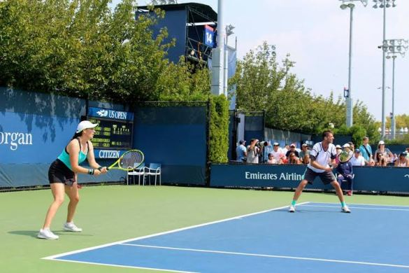 Anda Perianu and Andrei Deascu in mixed doubles action at the 2015 US Open.